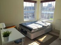 Double bedroom available for single professional or couple 07525258556