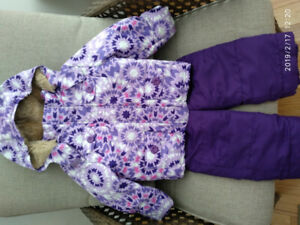 Girl's snow suite.(for 3 y.o.)