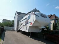 Fifth Wheel Chaparal 28 pieds 2 extensions 2011 comme neuve