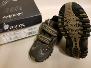 Geox Respira size 9 kids shoes