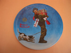 "KNOWLES ""WRAPPED UP IN CHRISTMAS"" COLLECTOR PLATE"