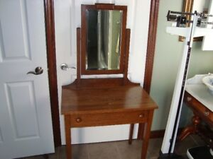 VINTAGE EARLY 1900'S MISSION OAK MAKEUP TABLE WITH MIRROR