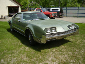 1966 Olds Toronado and 1959 Olds Super 88