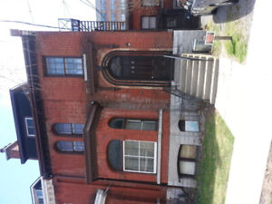 1BR All Inclusive, 10 Min Walk to Hospitals or University K4