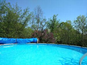 Piscine hors-terre toute équipée (27' – 2012) Above-ground pool
