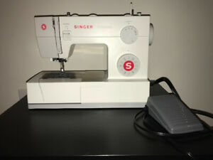 Brand new Singer Sewing machine, model Scholastic 5523
