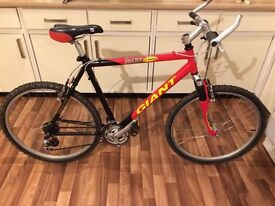 GIANT MOUNTAIN BIKE GREAT FOR BIG HILLS AND ROAD IDEAL STUDENT COMMUTER BICYCLE suspension forks