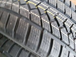 4 X NEW 245-40-R18 WINTER OVATION TIRE NEUFS