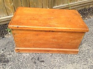 Primitive pine blanket box