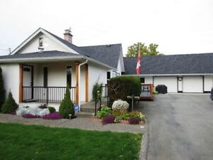 Yarrow Home w/ Shops, workshop,gardens,outdoor entertaining area