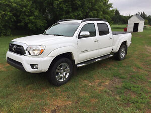 2014 Toyota Tacoma Limited Pickup Truck