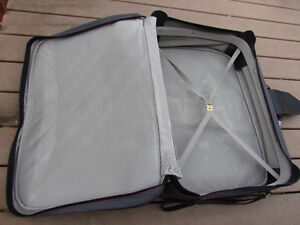 Samsonite Suitcase grey in great condition,with rollers,light Strathcona County Edmonton Area image 6