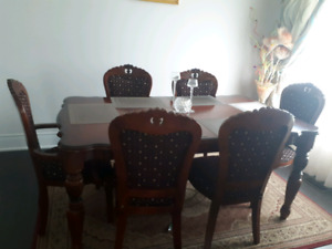 10/10 Dining table and 6 chairs