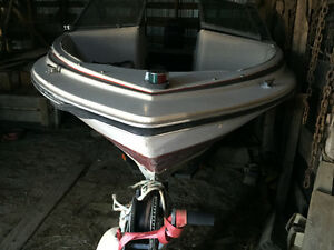Lower Price: 120HP SpeedBoat: 17' Doral Bowrider & Force 120
