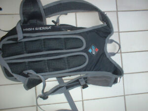 HIGH SIERRA SKIING CLIMBING HIKING BACK PACK USED ONCE
