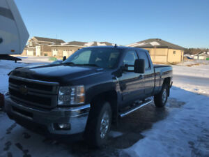 2011 Chevy Duramax Extended Cab Low Low KM's