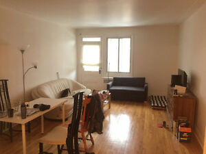 lease tranfer for a spacious 4 1/2 appartment in Cote-des-Neige