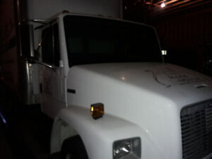 97 Freightliner  cube box truck set up for Eavestroughing $15k