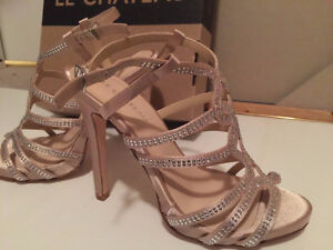 New never worn with original box le chateau shoes Kitchener / Waterloo Kitchener Area image 4