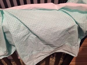 Bed skirt and mesh breathable crib bumper