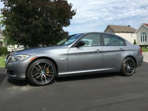 CLEAN 2011 BMW 323i Sedan Luxury Edition