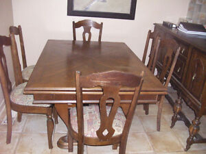 Solid Oak Dining Table (Quite Old) seats six to eight