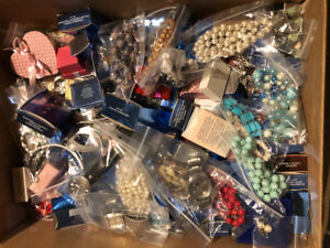 200 Lot of Costume Jewelry Jewellery with 5 watches