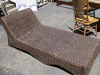 Grande chaise longue en osier  , rotin