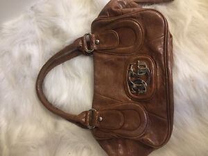 AUTHENTIC GUESS PURSE 50$ obo
