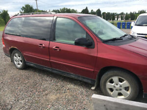 2004 ford freestar van . 1350$ or best offer!