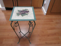 DÉCOR – Wrought iron side table