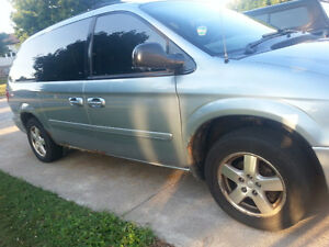 2006 Dodge Caravan SXT Minivan for Parts