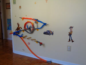 Piste murale de course de voitures Hot Wheels