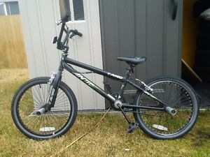 "lighlty used (like new) Avigo Antic 20"" BMX"