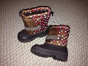 Girls size 8 winter boots nwt