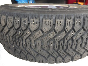 A set of 225 60R16 Winter tire with rim