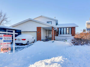 ****7 BED, 3.5 BATH, 2 KITCHENS, OVER 2000 SQ. FT. (MILLWOODS)**