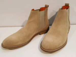 GOOD FOR NOTHING beige Chelsea Boots. size 10