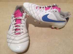 Women's Nike Tiempo Outdoor Soccer Cleats Size 8 London Ontario image 2