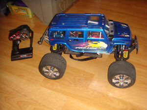 RC TRAXXAS BRUSHLESS EMAXX FULLY CUSTOMIZE TRUCK ONE OF A KIND