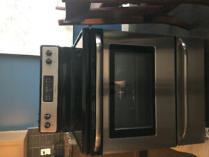 Frigidaire Stove cook/oven for Sale!!