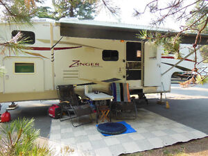 2010 25ft 5TH Wheel Zinger With Bunks
