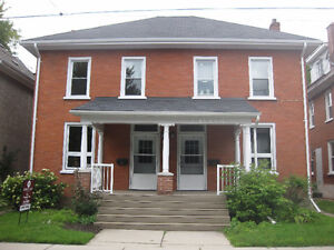 STUDENTS!  5 Bedroom House ($475/ room incl) -Avail Sept 2016