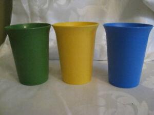 """3 Vintage Tupperware Tumblers 3 3/4"""" tall"""