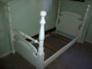 Four Poster Twin Bed Very Nice