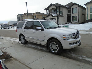 2009 Lincoln Navigator LOW KM $18,100 or best offer