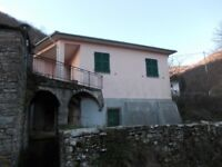 2 bed house in Ligurian / Tuscan (Italy) countryside. Close Cinque Terre National Park