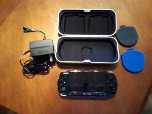 Sony PSP 3000 avec plusieurs jeux et accessoires