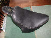 Low profile motorcycle seat for Triumph America or Speedmaster