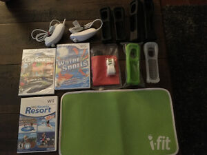 Wii accessories & 3 games (2 games still in package)